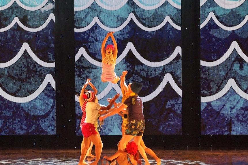 Invertigo Dance Theatre, Whether the Weather is Hot, Los Angeles contemporary dance, dance theater, LA dance, holiday dance show, Music Center dance